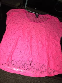 Pink lace T-shirt  Knoxville, 37921