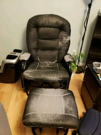 Rocking chair with foot rest: FREE for anyone who  Winnipeg, R2H 2G8