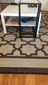 Area rug in good condition  Vancouver, V6P 2Y8