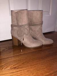 Boots Size 7 Oceanside, 11572