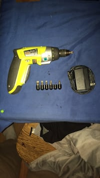 Power drill with 3 flat head and screw driver pieces and has flash light Port Orange, 32129