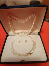 Real pearl and 14k gold clasp set. Firm.  Toronto, M6B 1K1