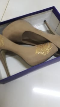 Brand new size 8-8.5 heels. Condition 10/10 Vaughan, L4J 6G2
