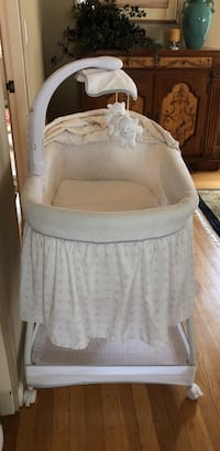 White Bassinet with sound and sway San Jose, 95112