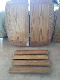 Solid oak table with xtra leaf and 4 solid oak chairs Chicago, 60611