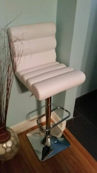 white and gray rolling chair Barrie, L4M 4R1
