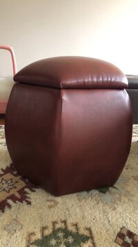 brown leather padded sofa chair 522 km
