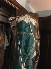 Size 6 prom gown Charlton, 01507