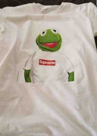 Supreme tee-shirt (black or white) (price is negotiable) (item will be shipped)