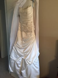 Wedding gown and petticoat Plano, 75075