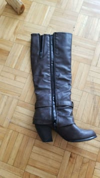 Beautiful boots** potentially negotiable  Toronto, M4Y