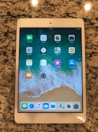 32 gb wifi iPad 2 mini silver Edmonton, T5G