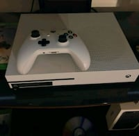 500GB Xbox One S with 4 controllers and 2 games Pinellas Park, 33781