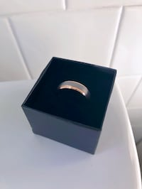 Unused Men's wedding band size 9 39 km