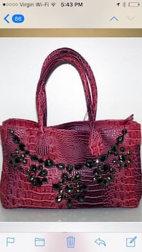 Get your Xmas shopping done brand new handbag still has label on it . Fushia pink / top zip back zip pocket and a cross body should strap 30- retails for80 plus Tx in stores Laval, H7K 3T4