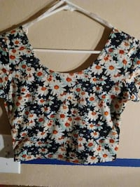 women's black and white floral print scoop-neck short-sleeve crop top Houston, 77047