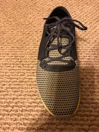 Unpaired black and yellow under armour running shoe Hagerstown, 21740