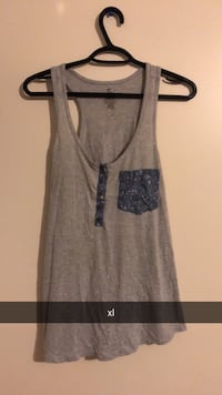 gray and black tank top