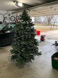 green and white Christmas tree Springfield, 45503