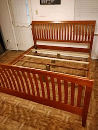 Nice solid wood KING bed frame in very good condit Annandale, 22003