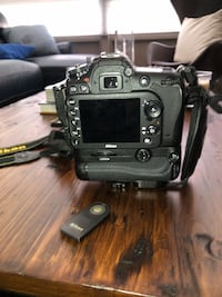 NIKON D7100 w/ battery pack and remote  Arlington, 22202
