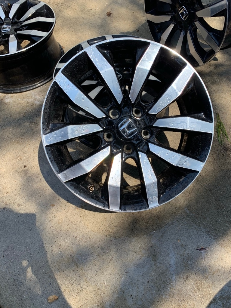 Photo Honda rims 18 inch :we can work on a deal contact me on message