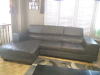 Brown Sectional Couch Brampton, L6Z 4H6