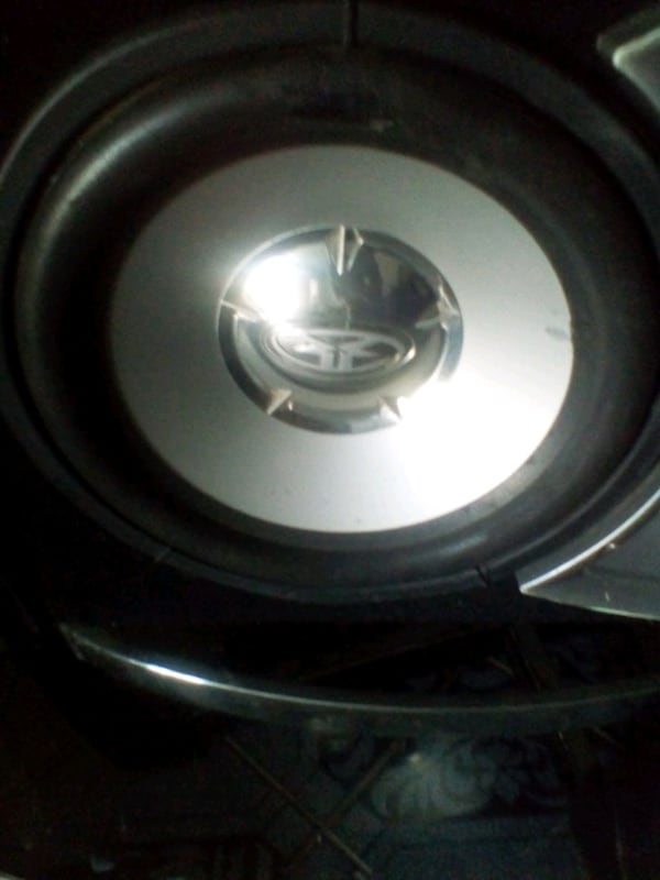 "12"" Rockford fosgate sub with fosgate box c8941e83-49be-43dd-ac54-8ca9f4d1d036"