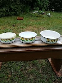Metal bowls made in Indonesia  Collinsville, 39325