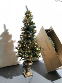 5FT SPRUCE ENTRANCE ARTIFICIAL CHRISTMAS TREE- CLEAR