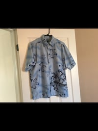 Men's size medium top  Milton, L9T 2R1