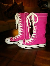 Size 13 girl Converse shoes 1014 mi