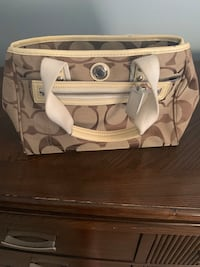 Coach purse Nashville, 37203