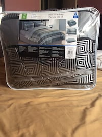 Grey and black main stays bedspread with pack Burlington, L7R