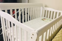 5 in 1 crib with mattress+ fitted sheets +pad+skirt Falls Church, 22043