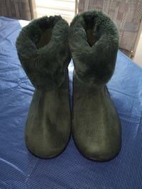 NEW ISOTONER booties indoor / outdoor use Size 7.5-8.  beautiful green colour very comfortable and warm Oshawa, L1J 8N4