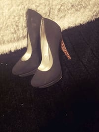 2 pairs of Size 6 heels Surrey, V3X 3M6