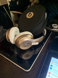 For Sale: Brand New Rose Gold Beats By Dre Solo 3 Vancouver, V6B 0R8