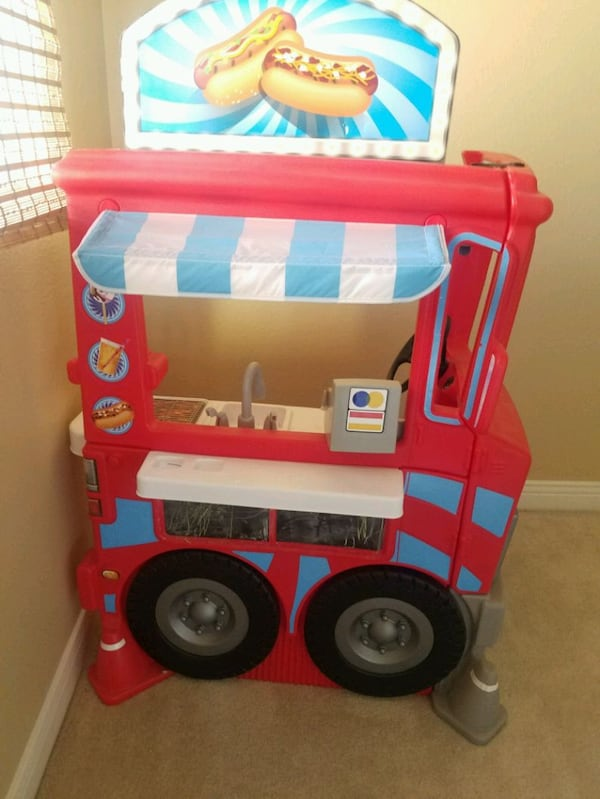 Little tikes food truck 906c0a95-b589-4c67-a83c-dbc2008366e2
