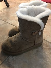 Girls uggs size 12 Russellville, 72802