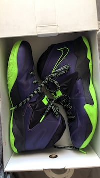 pair of purple-and-green Nike basketball shoes Horizon City, 79928