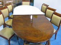 Dining room table Walnut with 8 beautiful chairs