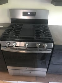 Like new GE stainless steel gas stove Pickering, L1X 0A4