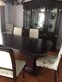 Dinning Room Set (Tower of Pisa) 8 chairs/Table and Buffet. Good shape Laval