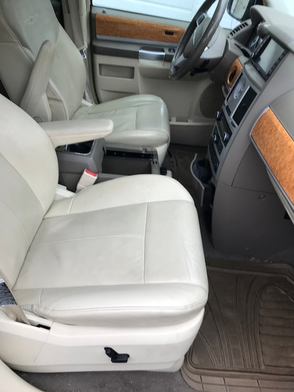 2008 Chrysler Town & Country Limited 793d0421-cc3b-4ad1-a589-7c9cb0475a37
