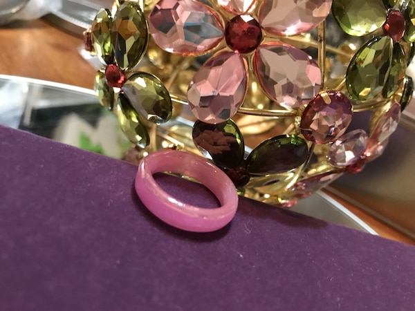 Pretty! Pink ! Unique Vintage Plastic Ring 1