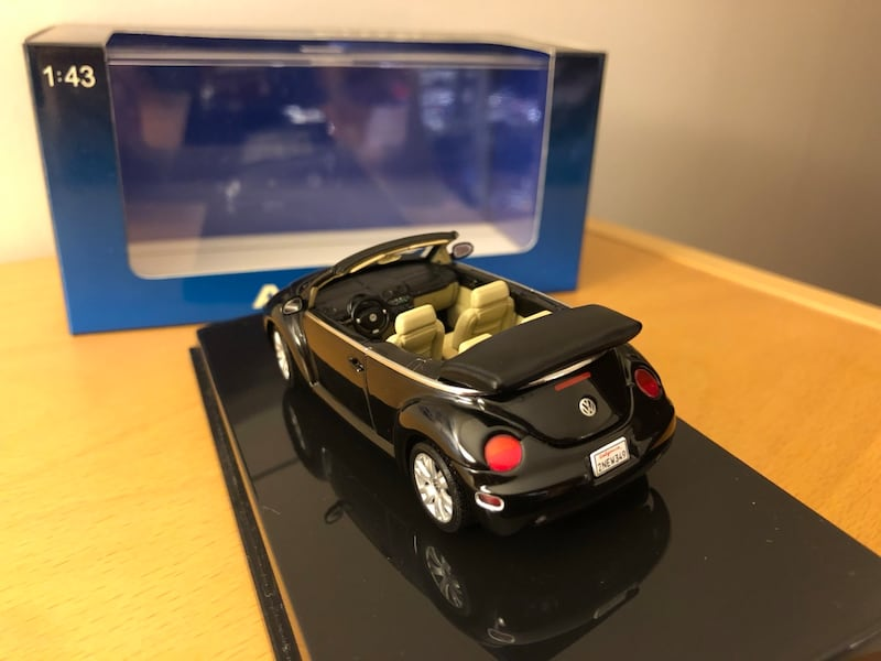 Volkswagen New Beetle Cabriolet Autoart 1:43 Diecast Model bfca0923-c4ae-449d-ae14-9eb71c63061a