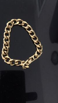 Gold bracelet better than real n cheap I'm only asking 30 won't tarnish Surrey, V3S 5G3