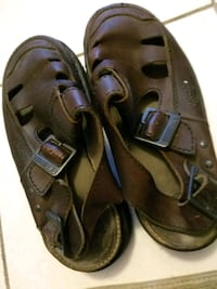 pair of brown leather sandals Richmond, V6Y