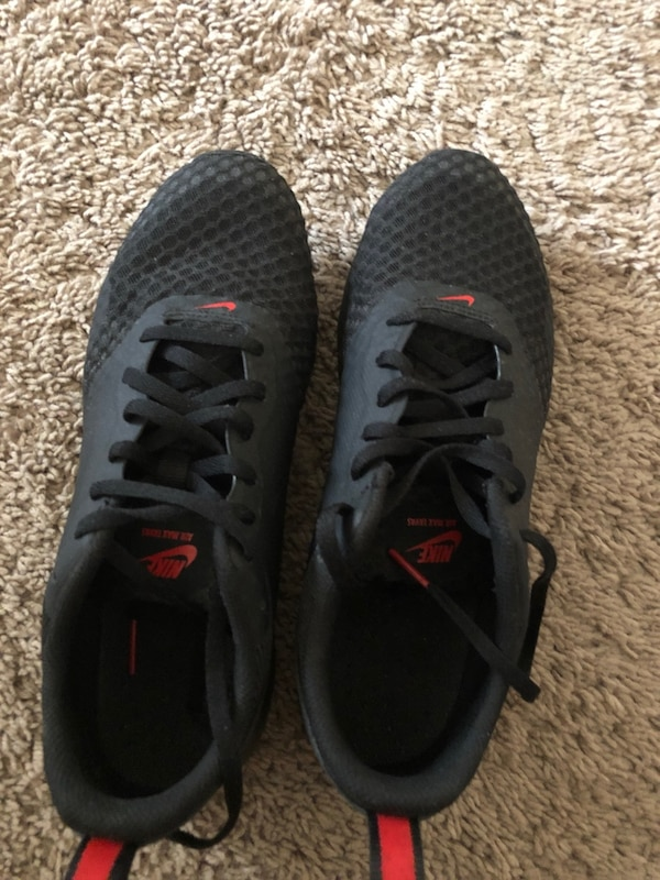d55f3e423f3141 Used Pair of black-and-gray nike running shoes for sale in ...
